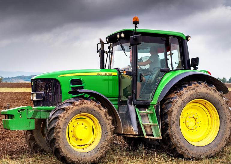 Американские фермеры недовольны сервисом John Deere— тракторы взламывают польскими прошивками