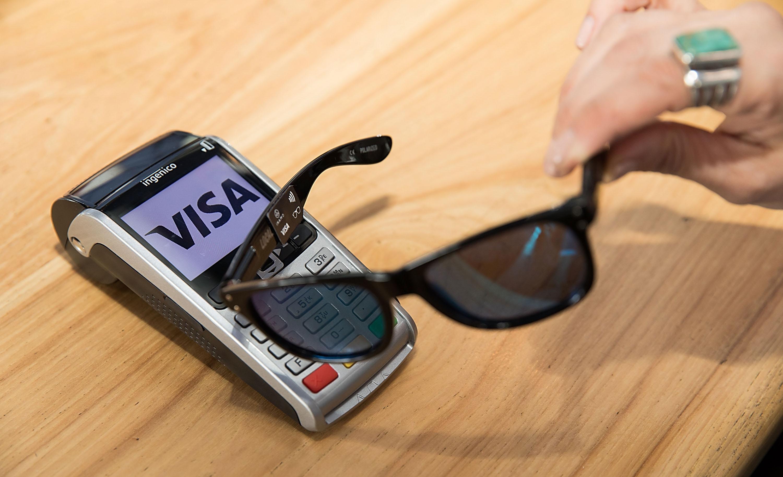 Visa предлагает расплачиваться при помощи очков— Расчет наглазок