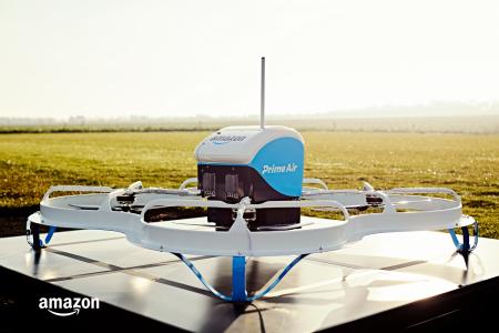 В США прошла первая публичная демонстрация доставки товара с помощью дронов Amazon Prime Air [видео]