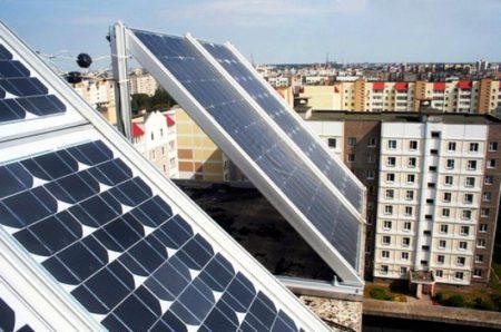 На Дарнице установят первую в Киеве солнечную электростанцию на крыше жилого дома, которая обойдется жителям в 1 млн грн за 30 кВт, но окупится уже через 5 лет
