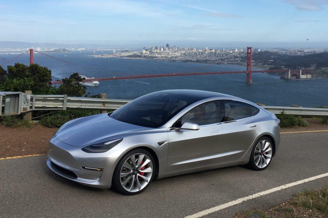 Илон Маск обнародовал видео сновым автомобилем Tesla Model 3