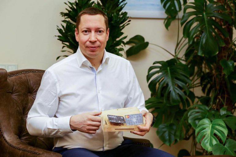 """""""Укргазбанк"""" выпустит экологически чистые платежные карты, сделанные из зерен кукурузы и сахарного тростника и дополнит их сертификатами на посадку именного паркового дерева"""