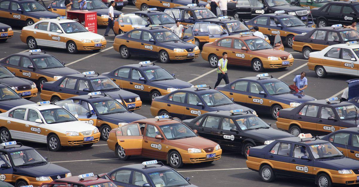 Таксопарки Пекина перейдут наэлектромобили
