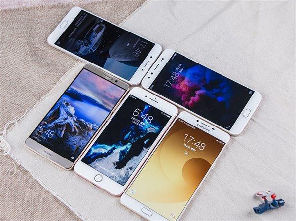 Энтузиаст сравнил скорость быстрой зарядки смартфонов Samsung, Huawei, OPPO и Vivo с обычной зарядкой Apple