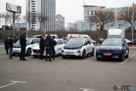 За январь-март 2017 года украинцы зарегистрировали еще 548 полностью электрических и 219 гибридных автомобилей, что на 32% и 24% больше, чем годом ранее