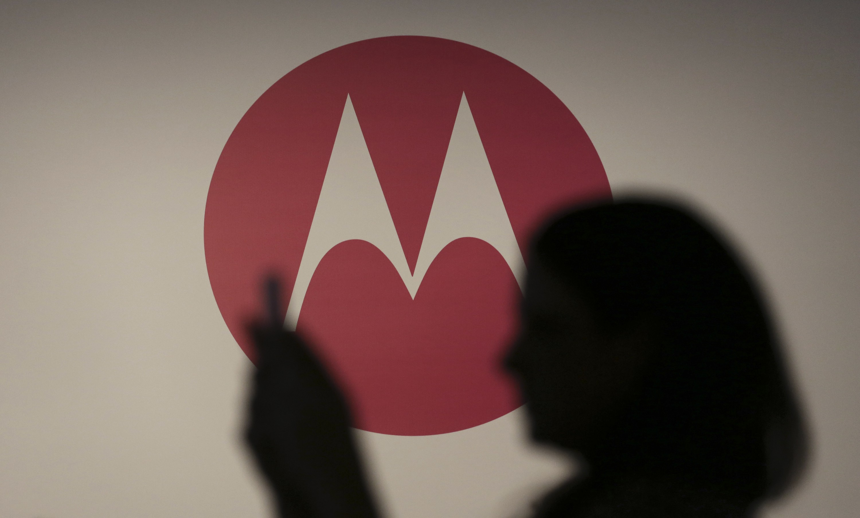 Moto X (2017) слоготипом Motorola: живые фото ихарактеристики