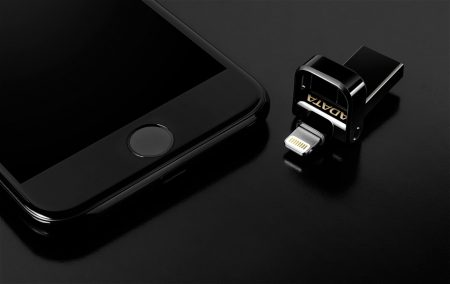 ADATA представила специальную версию флеш-накопителя i-Memory AI920 для смартфона Apple iPhone 7 в цвете Jet Black