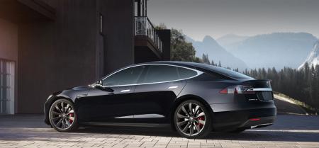 Владелец Tesla вернул угнанную машину с помощью приложения