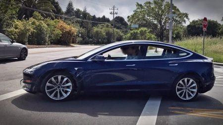 Teslа скорректировала цены и комплектацию своих автомобилей: базовые модели Model S и Model X ощутимо подешевели, топовые версии – подорожали