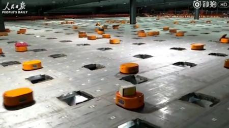 Китайская служба доставки использует армию мини-роботов для сортировки 200 тыс. посылок в день [видео]