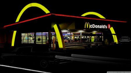8-летний мальчик отвез свою сестру в McDonald's, научившись водить при помощи видеоуроков на YouTube