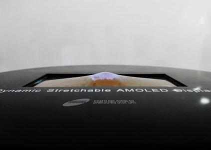 Samsung создала растягивающийся дисплей, компактный 4K экран с плотностью пикселей 2250 PPI и 3D панель, не требующую использования очков