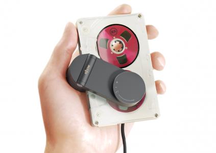 Elbow — оригинальный кассетный плеер-клипса от литовских разработчиков BrainMonk
