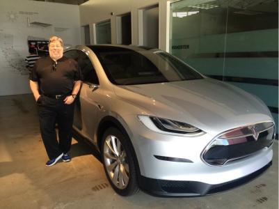 Стив Возняк считает, что рядом со следующим революционным продуктом будет стоять имя Tesla, а не Apple