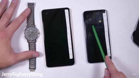 Видеоблоггер JerryRigEverything испытал на прочность сапфировое стекло премиум-версии смартфона HTC U Ultra [видео]