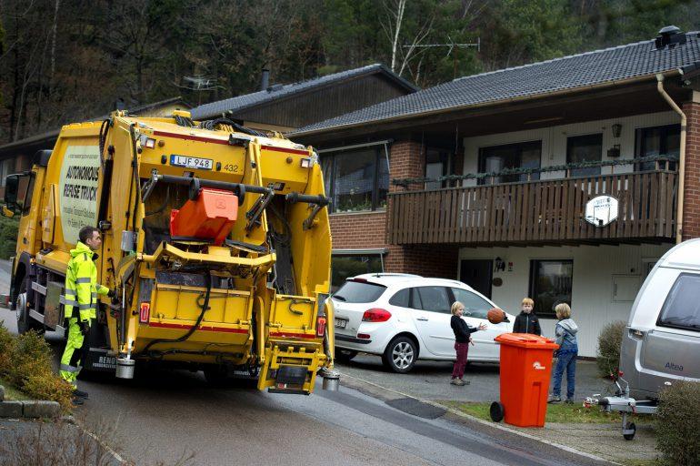 Вольво Trucks иRenova испытывают мусоровоз савтопилотом