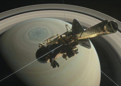 Cassini: пролетая вдоль поверхности Сатурна [видео NASA]