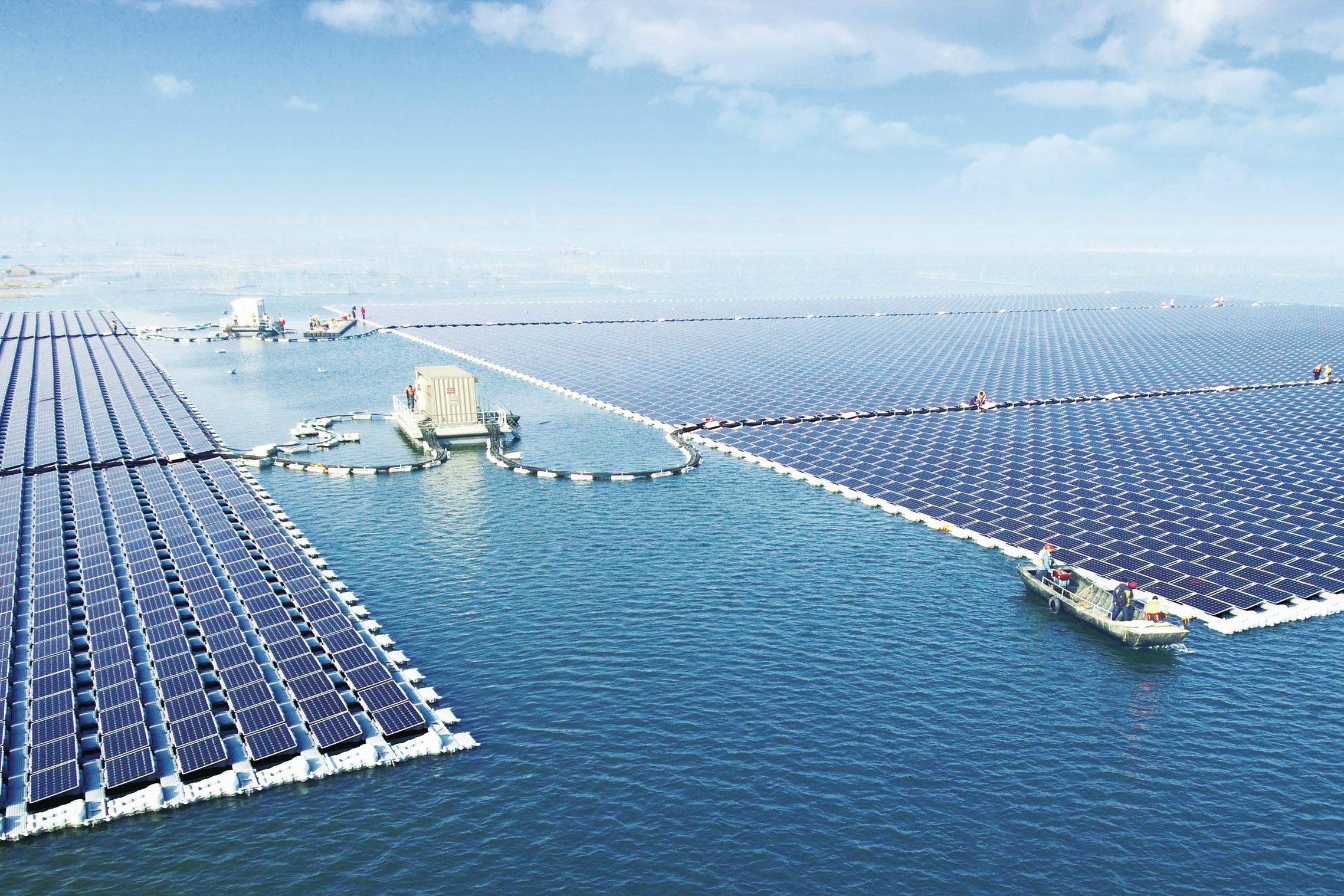 В «Поднебесной» запустили вработу самую крупную плавучую солнечную электростанцию