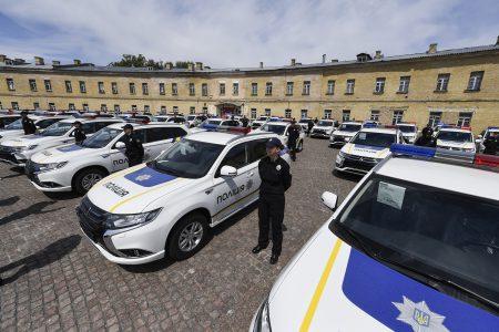 Национальная полиция Украины торжественно получила 635 гибридных кроссоверов Mitsubishi Outlander PHEV в рамках Киотского протокола