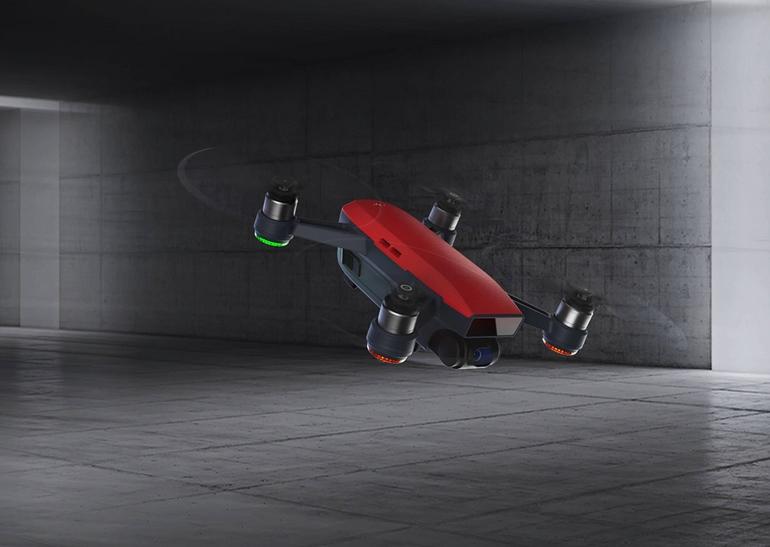 DJI Spark — самый компактный и легкий дрон производителя. Его можно запускать с ладони и полностью управлять при помощи жестов (впервые в сегме
