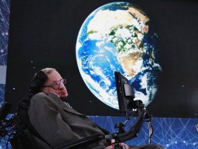 Стивен Хокинг заявляет, что место на Земле уже заканчивается и снова советует начинать искать пригодные для жизни планеты
