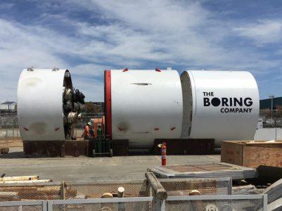 Илон Маск продемонстрировал фото и видео подземных туннелей и оборудования для перемещения автомобилей