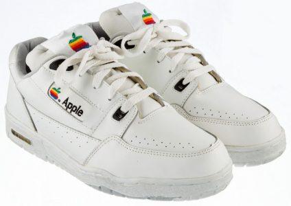 Винтажные кроссовки Apple пустят с молотка, стартовая цена — $  15 тыс.