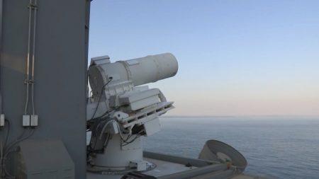 ВМС США успешно испытали первое в мире работающее лазерное оружие, предназначенное для поражения БПЛА и небольших судов [Видео]