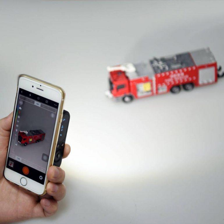 Godox анонсировала многофункциональную внешнюю фотовспышку для смартфонов
