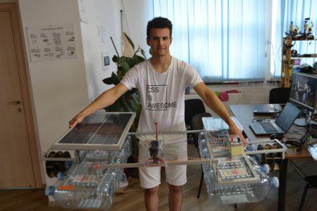 17-летний украинец создал робота для очистки рек от мусора Riveroni, питающегося от солнечной энергии