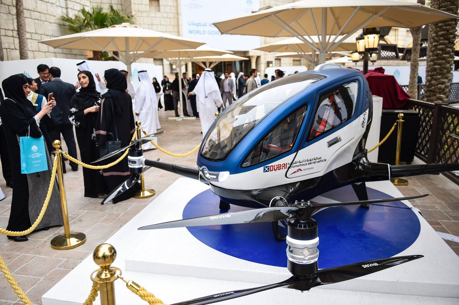 Беспилотное летающее такси Ehang 184 уже тестируют в небе над Дубаем [видео]
