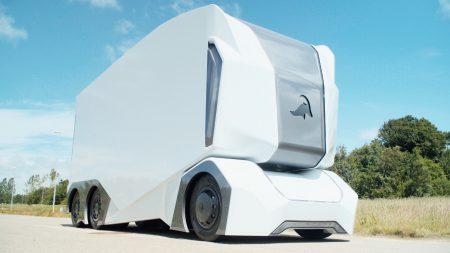 Шведский стартап Einride показал полноразмерный прототип беспилотного электрогрузовика T-Pod