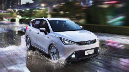 Китайская компания GAC Motor запустила в серийное производство электрокроссовер GAC GE3 с ценником от $22 тыс. и планирует построить завод для выпуска электромобилей за $6,5 млрд