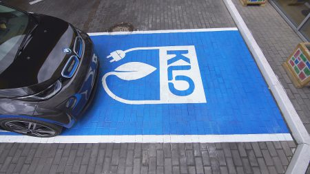 Автозаправки KLO начали развивать в Украине собственную сеть зарядных станций для электромобилей (установлено уже 9 зарядок в Киеве и пригороде)