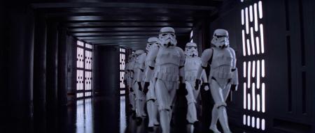 Джони Айв признал, что при создании наушников Apple вдохновлялся штурмовиками из «Звездных войн»
