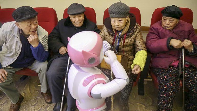 В Китае тестируют роботов-компаньонов для домов престарелых