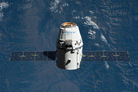 Космический корабль SpaceX Dragon после повторного полета успешно вернулся с МКС