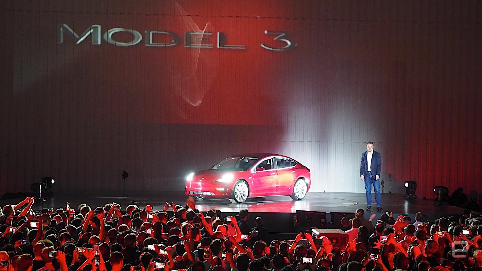 Tesla начинает продажи электромобилей Model 3, дальнобойная версия с запасом хода 500 км стоит $44 тыс.
