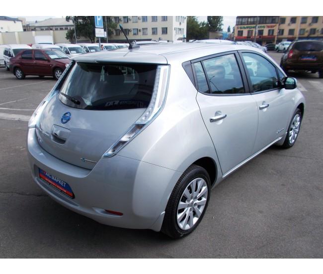 """Украинский автохолдинг """"АИС"""" начал импортировать б/у электромобили из США и уже предлагает Nissan Leaf по цене от 299 тыс. грн"""