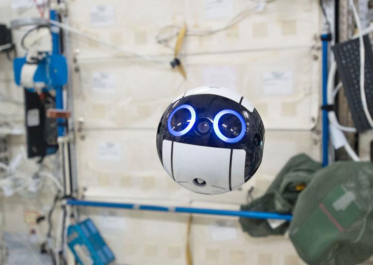 Японцы сконструировали робота-помощника для астронавтов МКС