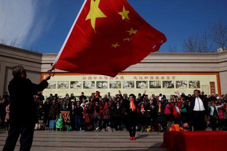 Китайский интернет-гигант Tencent удалил чат-ботов BabyQ и XiaoBing из своего мессенджера QQ из-за непатриотичных высказываний. Одного из них разработала Microsoft