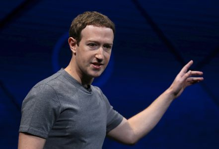 Bloomberg: Facebook разрабатывает умную колонку стоимостью ниже $100 и устройство для видеообщения с огромным экраном (13-15 дюймов)
