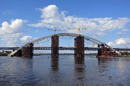 Виталий Кличко пообещал закончить строительство Подольско-Воскресенского моста в ближайшие два года, так как «без него невозможно запустить метро на Троещину»