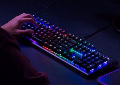 Клавиатура SteelSeries Apex M750 выводит световые уведомления при поступлении сообщений в мессенджерах и электронной почте