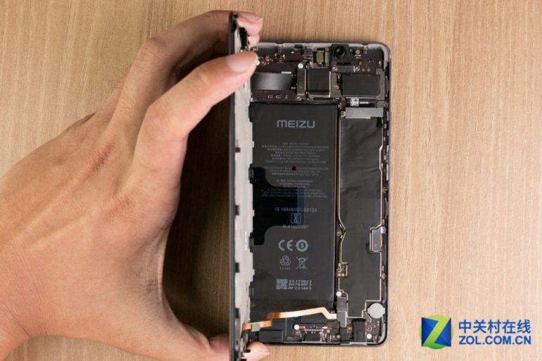Для замены дополнительного дисплея Meizu Pro 7 Plus предстоит разобрать весь смартфон