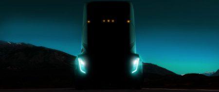 Электрический грузовик Tesla сможет передвигаться без помощи водителя