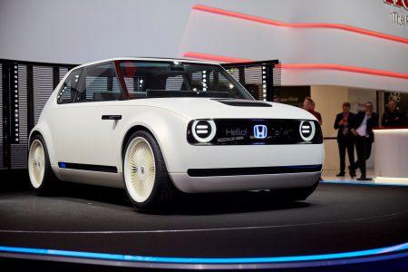 Honda представила городской электромобиль Urban EV Concept, серийную версию которого собирается начать продавать в Европе уже в 2019 году