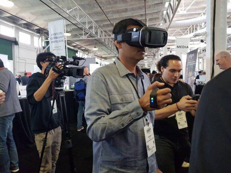 Украинцы из Raccoon.World показали на конференции TechCrunch Disrupt проект универсального игрового контроллера Raccoon.Clip