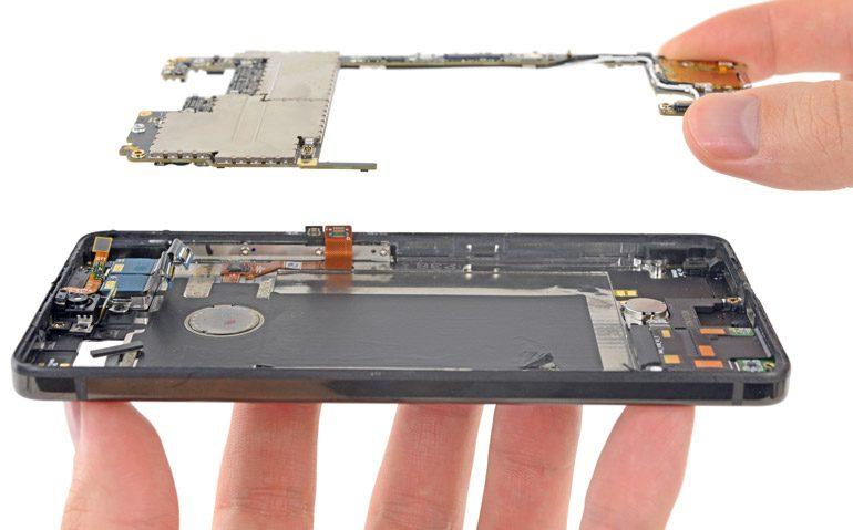 Всё плохо: iFixit сломали Essential Phone во время разборки