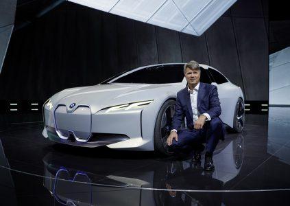 На Франкфуртском автосалоне представили концептуальный электромобиль BMW i Vision Dynamics с максималкой 200 км/ч и запасом хода 600 км